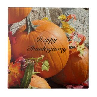 Happy thanksgivingpumpa belägger med tegel kakelplatta