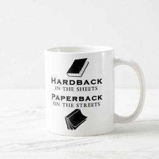 Hardback i lakan, Paperback på gatorna Kaffemugg