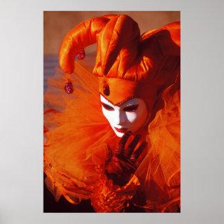 Harlequin i orange på karnevalet av Venedig Poster