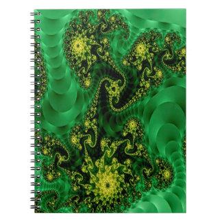 Härlig grön fractal, på en fotoanteckningsbok anteckningsbok