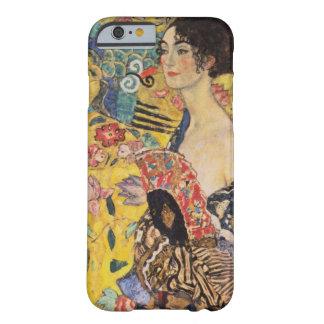 Härlig kvinna med fläkten vid Klimt Barely There iPhone 6 Skal