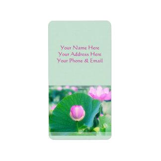 Härlig rosa blommar för löv för grönt för adressetikett