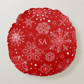 Härlig snöflingor på röd bakgrundsjul rund kudde