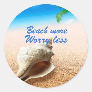 Härlig strand mer bekymmer mindre runt klistermärke