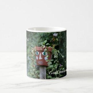 Härlig trädgårds- fågelskrämma för bra morgon kaffemugg