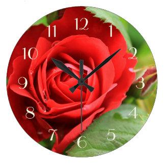 Härliga den ljusa röd rosblommablommigten numrerar stor klocka