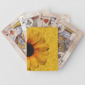 Härliga gula solrosor som leker kort spelkort