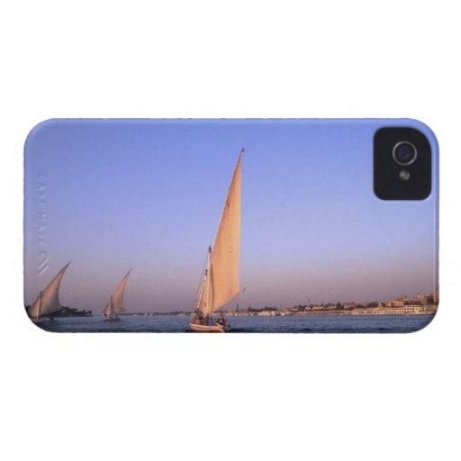 Härliga segelbåtar som rider längs berömden Case-Mate iPhone 4 cases