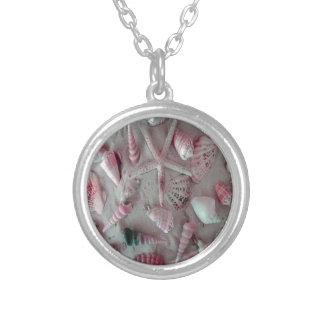 Härliga snäckskal silverpläterat halsband