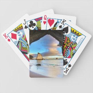 Härligt bildande för havstenbåge på strand spelkort