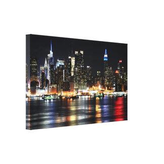 Härligt New York nattljus som reflekterar floden Canvastryck