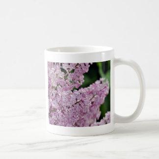 Härligt purpurfärgat lila blommatryck vit mugg