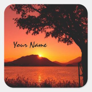 Härligt stillsamt orange solnedgång sjöberg fyrkantigt klistermärke