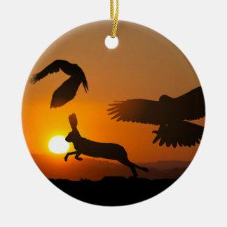Harris hökar som jagar prydnaden julgransprydnad keramik