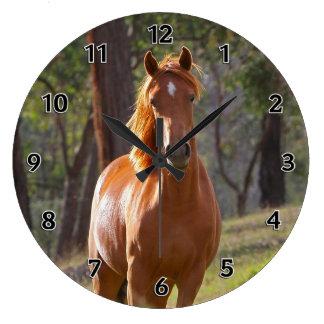 Häst i skogen vägg klocka