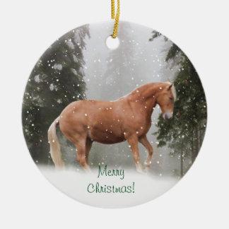 Häst i snöprydnaden julgransprydnad keramik
