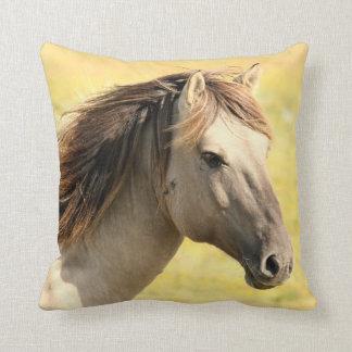 Häst i vilden dekorativ kudde