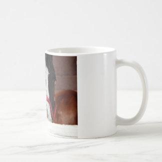 Häst i vintern kaffemugg
