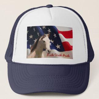 Häst med amerikanska flagganhatten truckerkeps