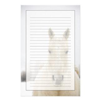 Häst med snö på huvudet brevpapper
