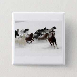 Hästar i snön standard kanpp fyrkantig 5.1 cm