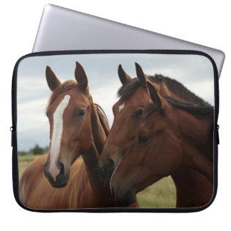 Hästar på Neoprenelaptop sleeve 15 flytta sig