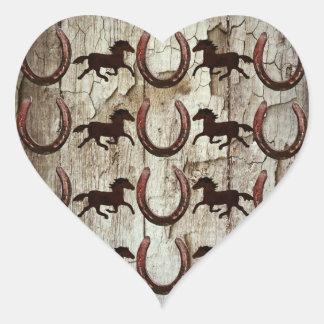 Hästhästskor på Wood Cowboygåvor för ladugård Hjärtformat Klistermärke