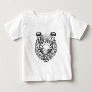 Hästskosol och havstatuering t-shirts