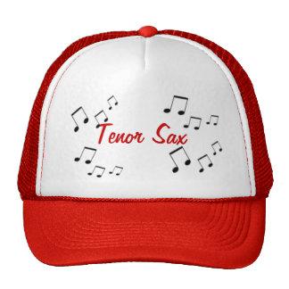 Hatt - musikalen instrumenterar text i rött keps