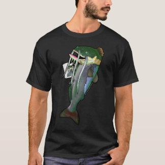 Havskatt som dricker från en mugg med självt på t shirt