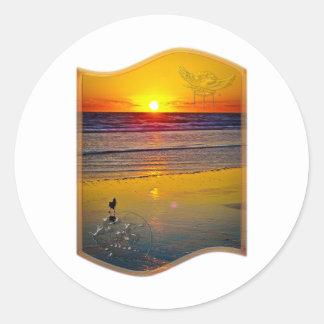 Havsoluppgång reflekterad på konst för runt klistermärke