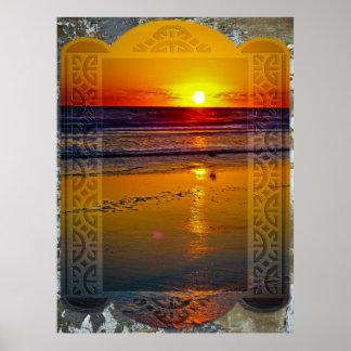Havsoluppgång reflekterad på strand inramad konstd poster