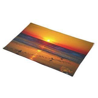 Havsoluppgången & det är reflexionen på strand & f bordstablett