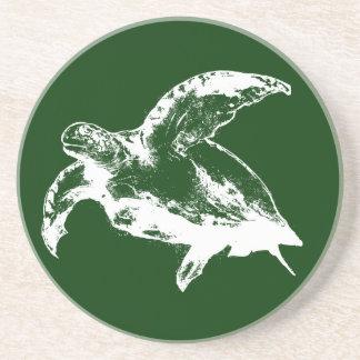Havssköldpadda i vit underlägg sandsten