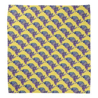Havssköldpadda som mönstras på gult bandanas