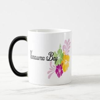 Hawaii hibiskusblommor magisk mugg
