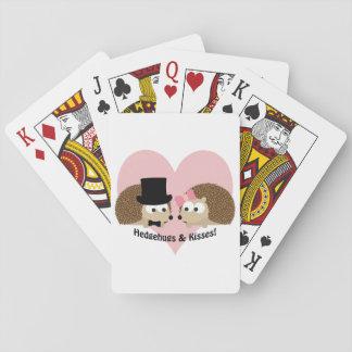 Hedgehugs och kyssigelkotten kopplar ihop spelkort