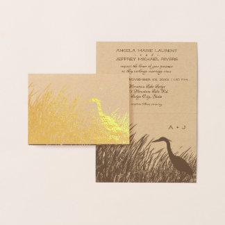 Heronsilhouette en med lantligt bröllop för natur folierat kort