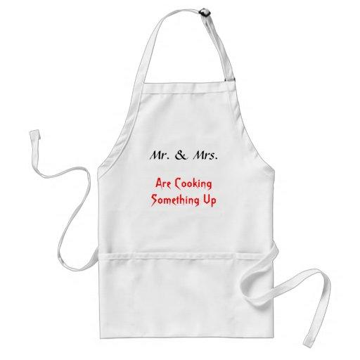 Herr & Fru, lagar mat upp något Förkläden