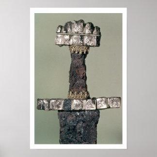 Hilten av ett Viking svärd grundar på Hedeby, Danm Posters
