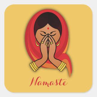 Hinduisk kvinna med den Head scarfen i den Namaste Fyrkantigt Klistermärke