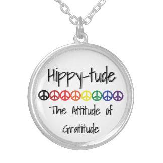 Hippytude fredinställning halsband med rund hängsmycke