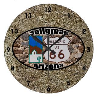 Historisk ~ Seligman, Arizona för rutt 66 Stor Klocka