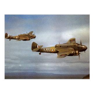 Historiska flygplan WW2 i flyg Vykort