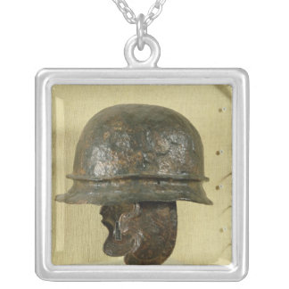 Hjälmen med kinden bevakar, från Alesia, Tene III Silverpläterat Halsband