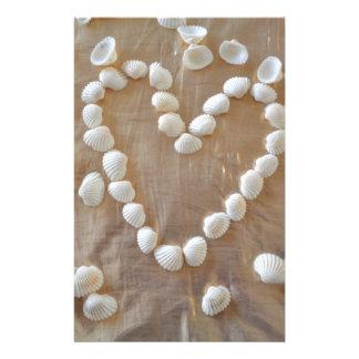 Hjärta av vitsnäckor, kärlek för sommarstrandhav brevpapper