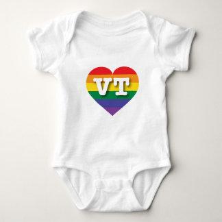 Hjärta för Vermont gay prideregnbåge - stor kärlek Tshirts