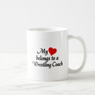 Hjärta hör hemma till en brottninglagledare kaffemugg