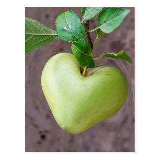 hjärtaäpple på träd vykort