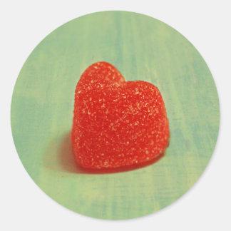 Hjärtformade gelékaramell runt klistermärke